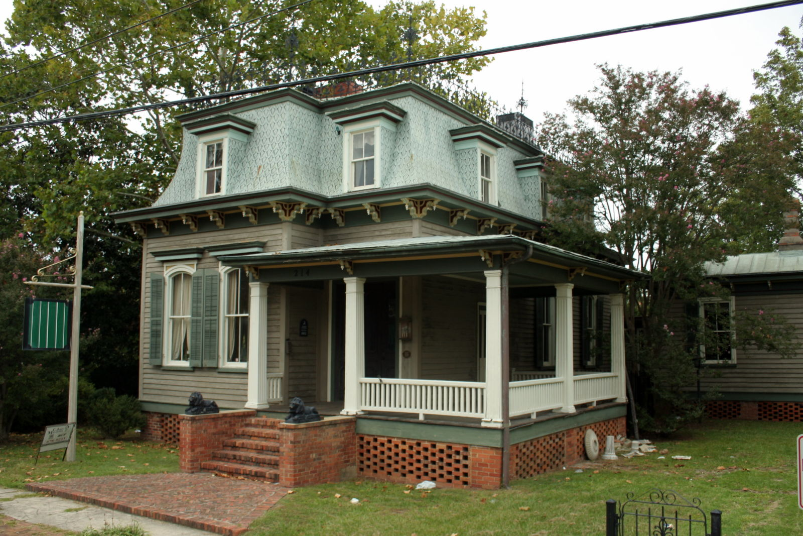Mansard roof house for What is a mansard roof